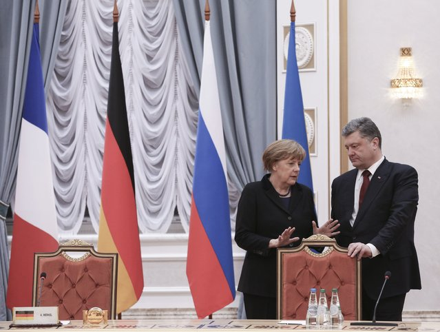Ukraine's President Petro Poroshenko (R) talks to Germany's Chancellor Angela Merkel as they take part in peace talks on resolving the Ukrainian crisis in Minsk, February 11, 2015. (Photo by Mykhailo Palinchak/Reuters)
