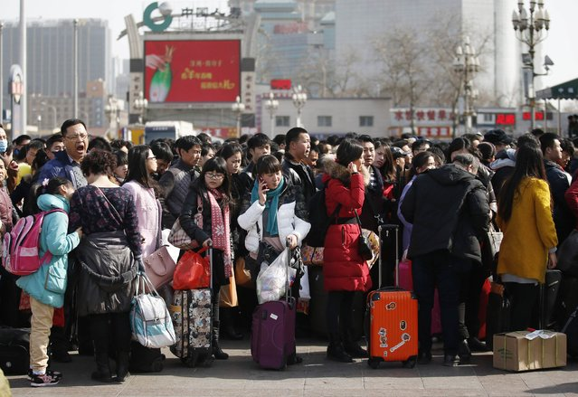 Passengers stand in lines to enter platforms at a railway station in Beijing February 16, 2015. (Photo by Kim Kyung-Hoon/Reuters)