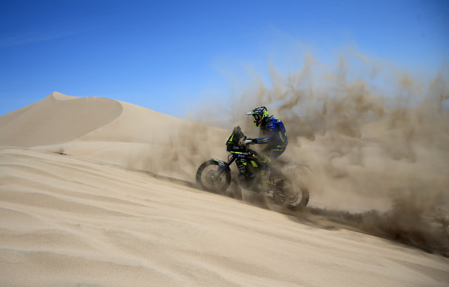 Spanish Lorenzo Santolino competes in the second stage of the Inca Challenge 2018 Dakar Series in the Ica desert, 300 kms south Lima, Peru, 15 September 2018. (Photo by  Ernesto Arias/EPA/EFE)
