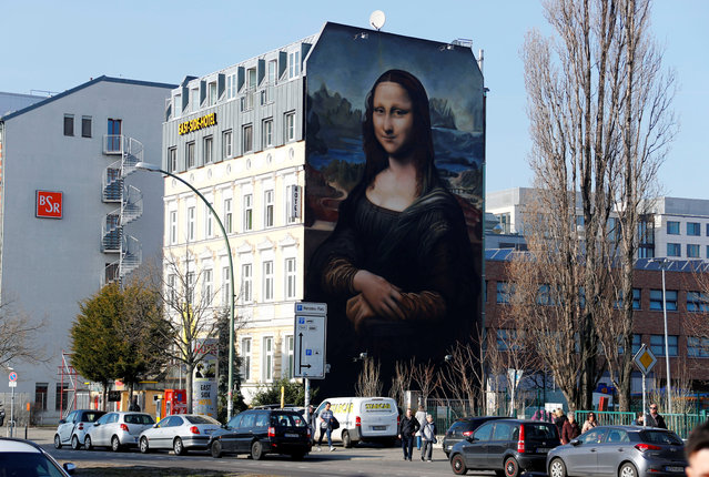 """A mural by Berlin-based street art gang """"Die Dixons"""" (The Dixons) which features a giant reproduction of Leonardo da Vinci's artwork Mona Lisa, is seen near East Side Gallery in Berlin, Germany, February 25, 2019. (Photo by Fabrizio Bensch/Reuters)"""