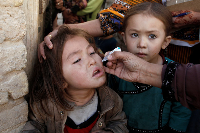 A girl receives polio vaccine drops from an anti-polio vaccination worker outside her family home in Quetta, Pakistan January 2, 2017. (Photo by Naseer Ahmed/Reuters)