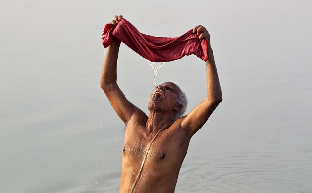A Hindu devotee uses a cloth filter as he drinks water from the Ganges river on a hot summer morning in Allahabad, India, April 18, 2016. The temperature in Allahabad on Monday is expected to reach 43 degrees Celsius (109.4 degrees Fahrenheit), according to India's metrological department website. (Photo by Jitendra Prakash/Reuters)