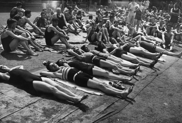Londoners in bathing suits taking advantage of a heat wave at Hyde Park lido, 3rd June 1933. (Photo by Topical Press Agency/Getty Images)