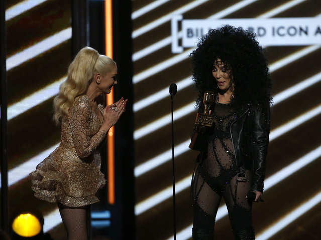 Honoree Cher (R) accepts the Billboard Icon Award from singer Gwen Stefani onstage during the 2017 Billboard Music Awards at T-Mobile Arena on May 21, 2017 in Las Vegas, Nevada. (Photo by Mario Anzuoni/Reuters)