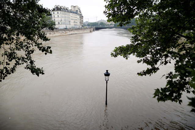 The waters of the Seine River flow out of its banks at the tip of the Ile Saint Louis after days of rainy weather in Paris, France, June 1, 2016. (Photo by Charles Platiau/Reuters)