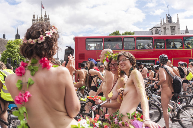 Cycling activists take part in the annual World Naked Bike Ride in central London on June 14, 2014. The cyclists rode naked to protest against oil dependency and car culture, while raising awareness of cycling as an environmentally friendly option. (Photo by Stephen Chung/PA Images)