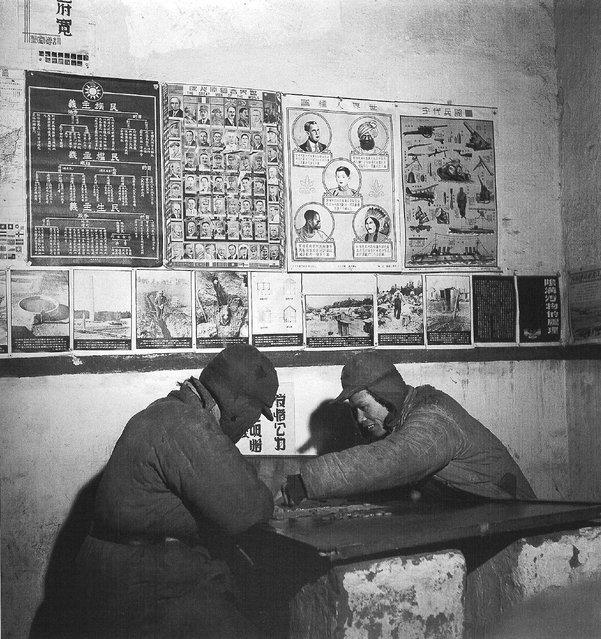 1948年一月,沈阳。两个受宽大处理的共军俘虏 (January 1948, Shenyang. Two by the leniency of POWs)