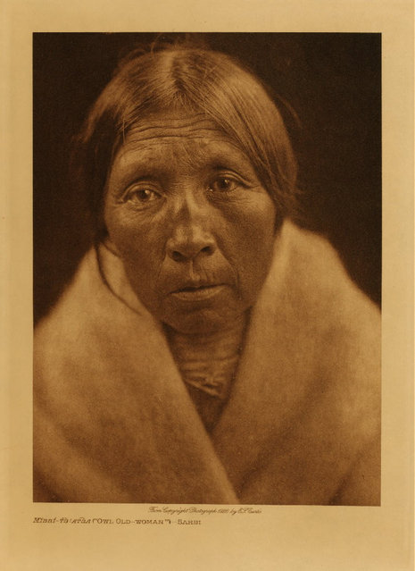 A Sarsi woman in 1926. (Photo by Edward S. Curtis)