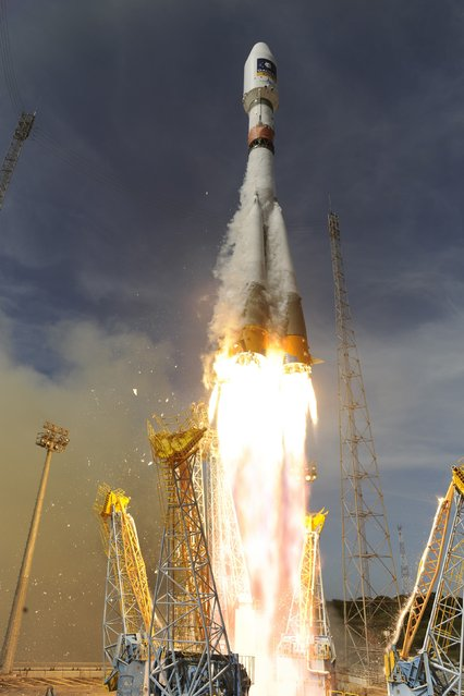 A Soyuz rocket blasts off from Europe's space base near Kourou, French Guiana, October 12, 2012. The Russian-made Soyuz rocket placed into orbit two satellites for Europe's Galileo global position system. (Photo by Stephane Corvaja/ESA/Reuters)
