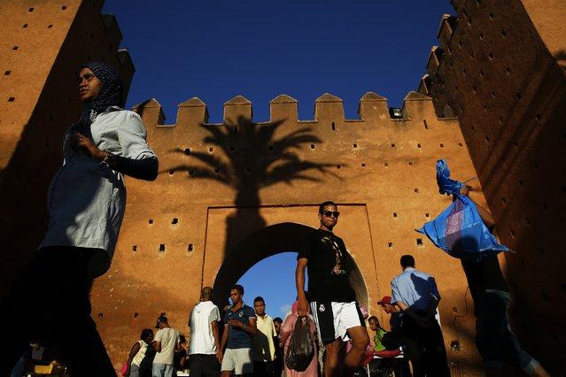 People walk through Bab el Had gates of Rabat's Medina September 21, 2014. (Photo by Damir Sagolj/Reuters)