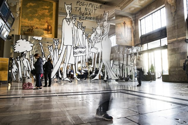 A long time exposure shows people walk past an installation by  French artist Alain Sechas for the Nuit Blanche on display in the Gare de Lyon in Paris, France, 26 September 2016. The Nuit Blanche annual night-time arts festival takes place on 01 October. (Photo by Etienne Laurent/EPA)