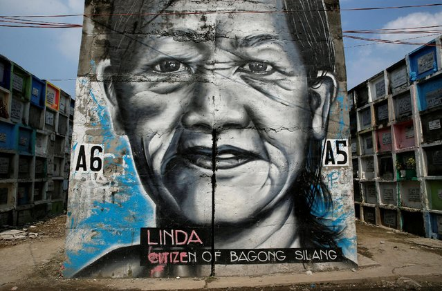 A mural of a woman is pictured at Navotas Public Cemetery, Metro Manila, in the Philippines, October 23, 2016. (Photo by Erik De Castro/Reuters)