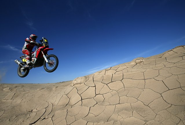 Honda rider Paulo Goncalves of Portugal rides during the sixth stage of the Dakar Rally 2015, from Antofagasta to Iquique, January 9, 2015. (Photo by Jean-Paul Pelissier/Reuters)