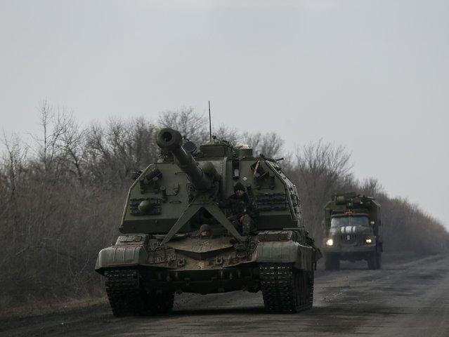 Ukrainian servicemen ride on a self-propelled howitzer near Debaltseve, eastern Ukraine, February 8, 2015. (Photo by Gleb Garanich/Reuters)