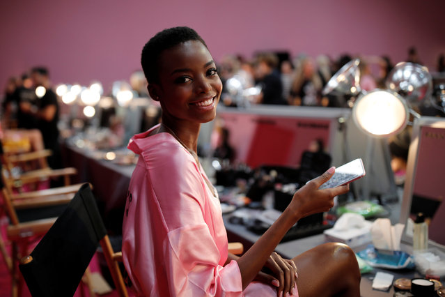 Model Maria Borges gets ready backstage before the Victoria's Secret Fashion Show at the Grand Palais in Paris, November 30, 2016. (Photo by Benoit Tessier/Reuters)