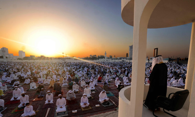Muslim worshippers listen to the Eid al-Fitr morning prayer sermon at Dubai's Eid Musalla in the Gulf emirate's old port area on May 13, 2021, as Muslims across the golbe mark the end of the holy fasting month of Ramadan. (Photo by Karim Sahib/AFP Photo)