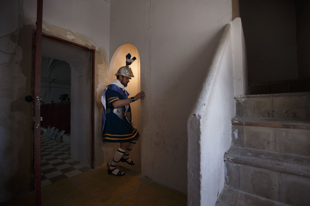 "A penitent dressed as a Roman empire's soldier takes part in ""Nuestro Senor Atado a la Columna, Maria Santisima de la Paz y San Juan Evangelista"" Holy Week procession in Arcos de la Frontera, Spain, Tuesday, March 31, 2015. (Photo by Daniel Ochoa de Olza/AP Photo)"