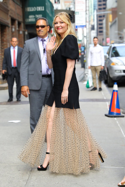 Kirsten Dunst waves while arrives in a stylish dress at The Late Show with Stephen Colbert in NYC on August 15, 2019. (Photo by Felipe Ramales/Splash News and Pictures)