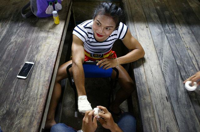 Muay Thai boxer Nong Rose Baan Charoensuk, 21, who is transgender, prepares for her boxing match at the Rajadamnern Stadium in Bangkok, Thailand, July 13, 2017. (Photo by Athit Perawongmetha/Reuters)