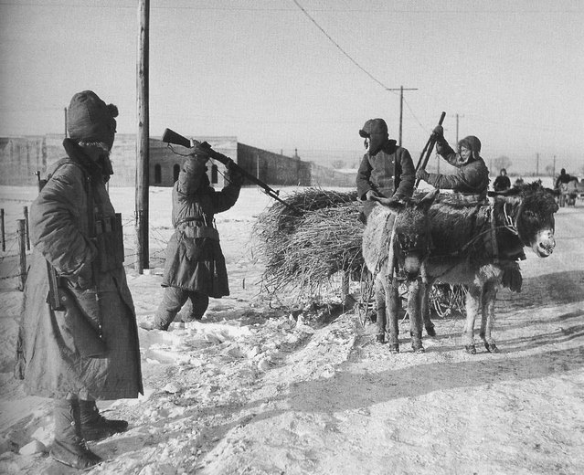1948年1月,沈阳。路卡,共军的有? (January 1948, Shenyang. Army roadblocks?)