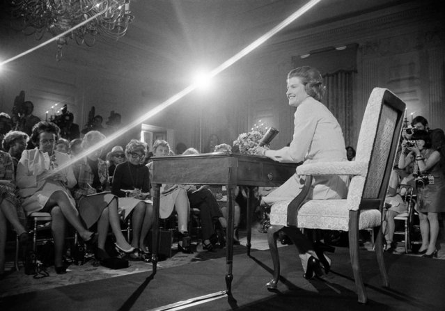 First lady Betty Ford fields questions during her first news conference in the State Dining Room of the White House Wednesday, September 4, 1974 in Washington. Answering a wide range of questions, Mrs. Ford said she wanted to promote the arts and help underprivileged and retarded children. (Photo by AP Photo)