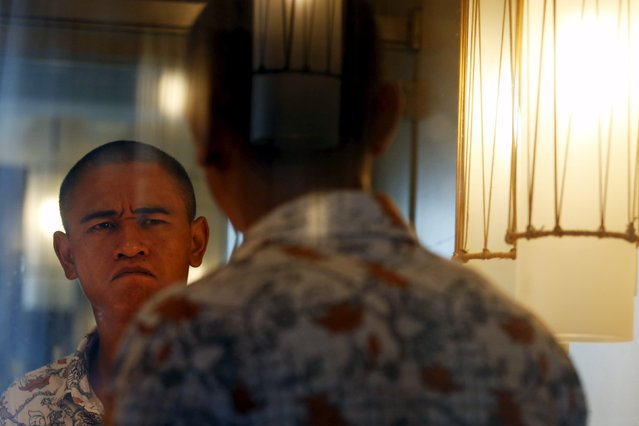 Xiao Jiguo, a 29-year-old actor from China's Sichuan province, reacts after shaping his eyebrows to impersonate U.S. President Barack Obama in a hotel room in the southern Chinese city of Guangzhou September 17, 2015. (Photo by Bobby Yip/Reuters)