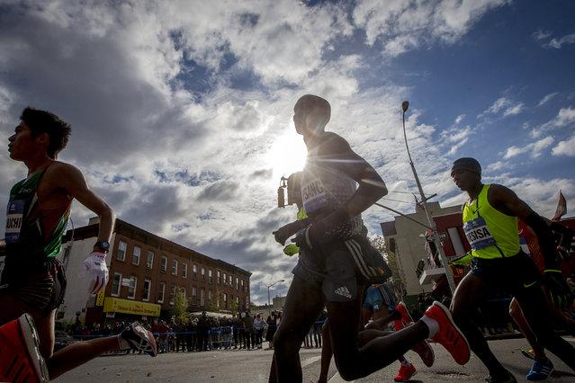 Wilson Kipsang (C) of Kenya and Lelisa Desisa (R) of Ethiopia during the marathon, November 2, 2014. (Photo by Brendan McDermid/Reuters)