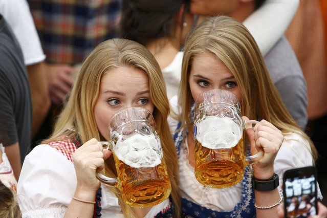 Visitors drink beer during the opening day of the 183rd Oktoberfest in Munich, Germany, September 17, 2016. (Photo by Michaela Rehle/Reuters)