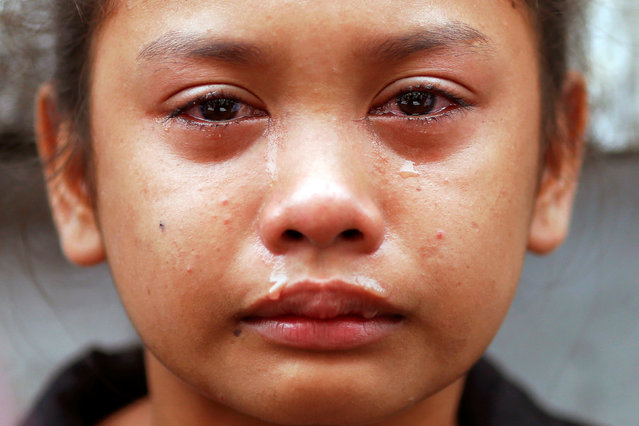 Kasandra Kate, 12, cries over the open coffin of her father Verigilio Mirano during his funeral at Navotas Public Cemetery in Manila, Philippines October 14, 2016. (Photo by Damir Sagolj/Reuters)