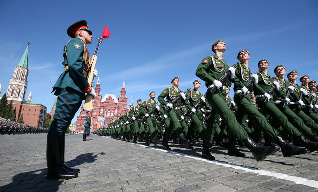 Russian servicemen march during the Victory Day parade at Red Square in Moscow, Russia on May 09, 2018. (Photo by Maxim Shipenkov/Reuters)