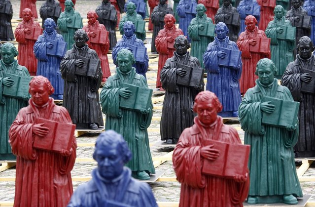 "Plastic statuettes of 16th-century Protestant reformer Martin Luther, which are part of the art installation ""Martin Luther – I'm standing here"" by German artist Ottmar Hoerl, are pictured in the main square in Wittenberg, eastern Germany August 11, 2010. (Photo by Fabrizio Bensch/Reuters)"