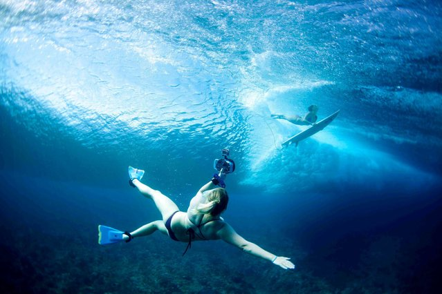 Underwater photographer Sarah Lee in action with no breathing equipment. (Photo by Sarah Lee/Caters News)