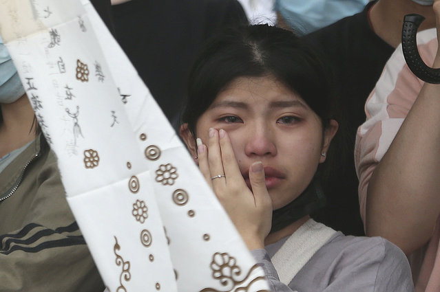 The families of the victims in a train crash cry as they mourn near Taroko Gorge in Hualien, Taiwan on Saturday, April 3, 2021. (Photo by Chiang Ying-ying/AP Photo)