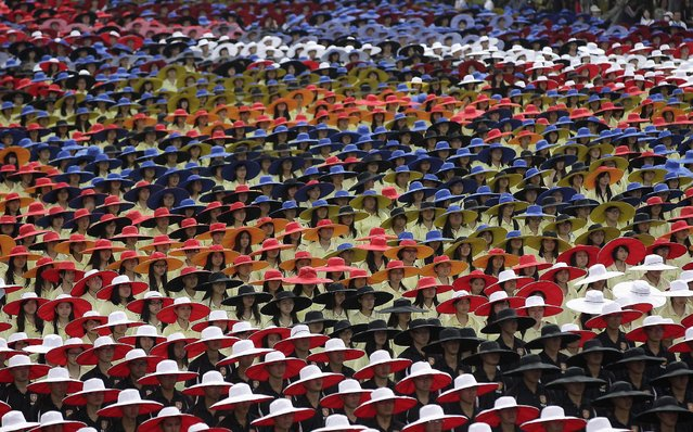 Participants in coordinated colours take part during Taiwan's National Day celebrations in front of the Presidential Office in Taipei October 10, 2013. This year marks the 102nd anniversary of the founding of the Republic of China. (Photo by Pichi Chuang/Reuters)