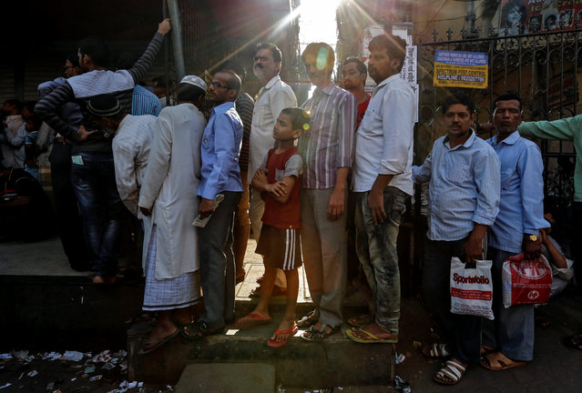 People queue outside a bank to withdraw cash and deposit their old high denomination banknotes in Mumbai, India December 2, 2016. (Photo by Danish Siddiqui/Reuters)