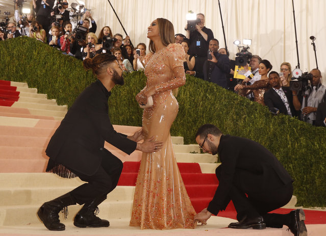 """Singer-Songwriter Beyonce Knowles arrives at the Metropolitan Museum of Art Costume Institute Gala (Met Gala) to celebrate the opening of """"Manus x Machina: Fashion in an Age of Technology"""" in the Manhattan borough of New York, May 2, 2016. (Photo by Lucas Jackson/Reuters)"""