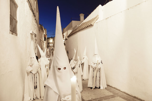 "Penitents take part in ""Nuestro Senor Atado a la Columna, Maria Santisima de la Paz y San Juan Evangelista"" Holy Week procession in Arcos de la Frontera, Spain, Tuesday, March 31, 2015. (Photo by Daniel Ochoa de Olza/AP Photo)"