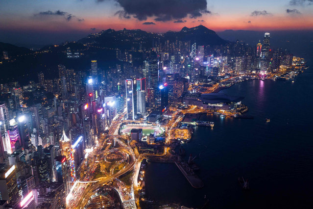 This aerial photo taken on November 6, 2018 shows a general view of Hong Kong at night. (Photo by Dale De La Rey/AFP Photo)