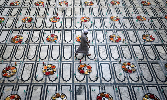A Muslim man walks after arranging the  Iftar (breaking fast) meals inside a mosque during the holy fasting month of Ramadan in Mumbai, India, May 27, 2019. (Photo by Francis Mascarenhas/Reuters)