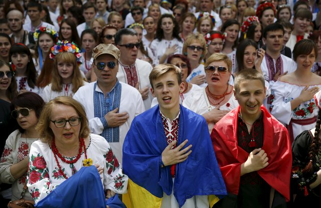 "People dressed in traditional Ukrainian clothing vyshyvanka sing the national anthem as they take part in ""March in vyshyvankas"" in Kiev, Ukraine, May 24, 2015. (Photo by Valentyn Ogirenko/Reuters)"