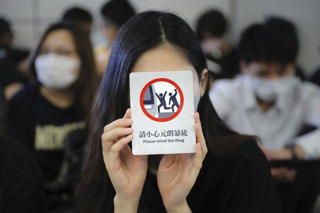 """Demonstrators stand during a protest at the Yuen Long MTR station, where demonstrators and others were violently attacked by men in white T-shirts following an earlier protest in July, in Hong Kong, Wednesday, August 21, 2019. Japan's top diplomat on Tuesday told his Chinese counterpart that Japan is """"deeply concerned"""" about the continuing protests in Hong Kong. (Photo by Kin Cheung/AP Photo)"""