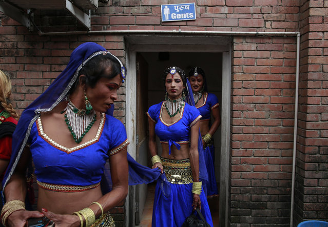 Nepalese transgenders take part during the first national dance competition for transgenders in Kathmandu, Nepal, 25 June 2017. Hundreds of  transgender from across the country participated at the dance competition. The event was organized by the Blue Diamond Society, a LGBT (Lesbian, Gay, Bisexual and Transgender) rights group. (Photo by Narendra Shrestha/EPA)