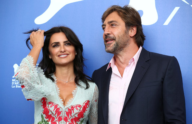 """Actors Cruz and Bardem pose during a photocall for the movie """"Loving Pablo"""" at the 74th Venice Film Festival in Venice, Italy on September 6, 2017. (Photo by Alessandro Bianchi/Reuters)"""