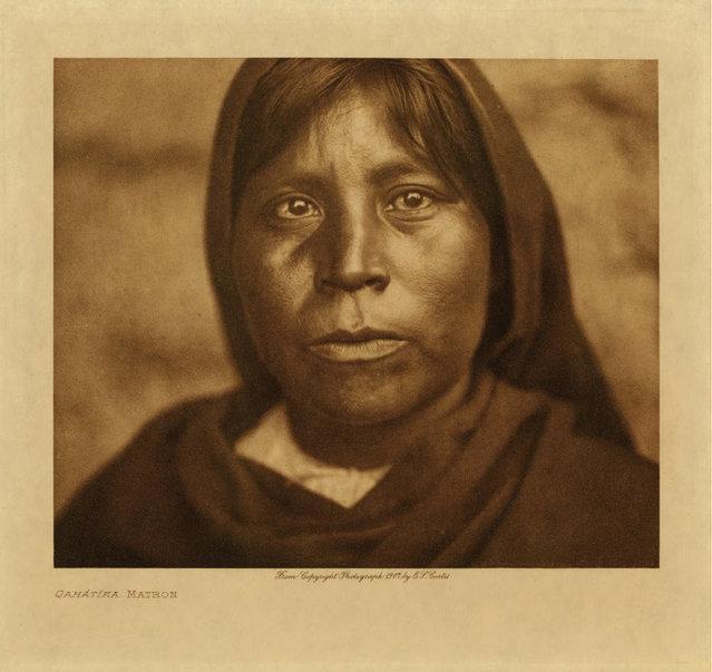 A Qahatika woman in 1907. (Photo by Edward S. Curtis)