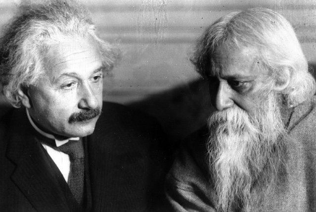 Professor Albert Einstein, author of the Theory of Relativity, calls upon Rabindranath Tagore, right, noted Indian poet and philosopher, in New York, December 15, 1930. (Photo by AP Photo)