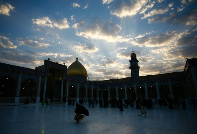A picture taken on September 16, 2016, shows the courtyard of the Great Mosque of Kufa in the city of the same name, 10 kilometres (6.2 miles) northeast of the shrine city of Najaf in central Iraq. (Photo by Haidar Hamdani/AFP Photo)