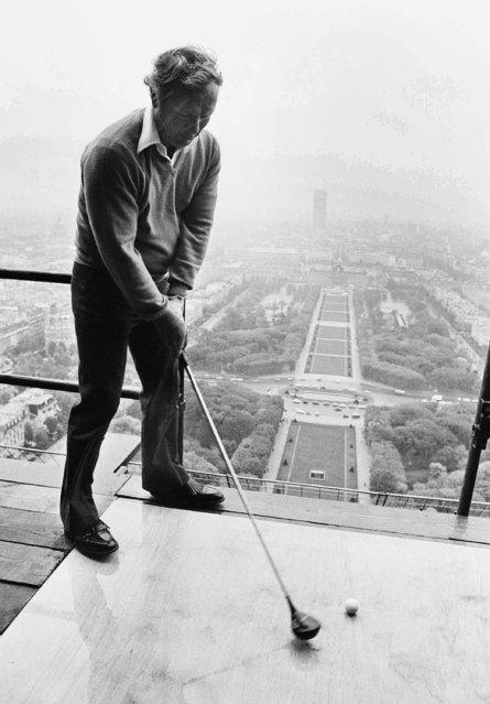 American golf champion Arnold Palmer made shots from he second floor of the Eiffel Tower in Paris, on Oct.ober 14, 1976. The balls land in the Champs de Mars Square seen in background. (Photo by Jean Jacques Levy/AP Photo)