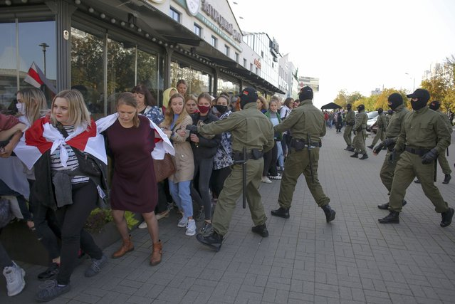 Police officers detain women during an opposition rally to protest the official presidential election results in Minsk, Belarus, Saturday, September 19, 2020. (Photo by TUT.by via AP Photo)