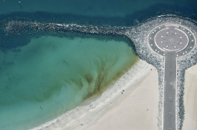 "An aerial image, shows the approaching ""red tide"", on the shores of Dubai, April 7, 2009. (Photo by Matthias Seifert/Reuters)"