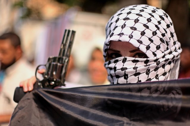 A Palestinian woman takes part in an anti-Israel protest in front of Red cross office, in Gaza city on October 19, 2015. Israel pressed ahead with major security measures after five more stabbing incidents, while ultra-Orthodox Jews illegally visiting a West Bank holy site set ablaze last week were assaulted by Palestinians. (Photo by Ashraf Amra/APA Images via ZUMA Wire)